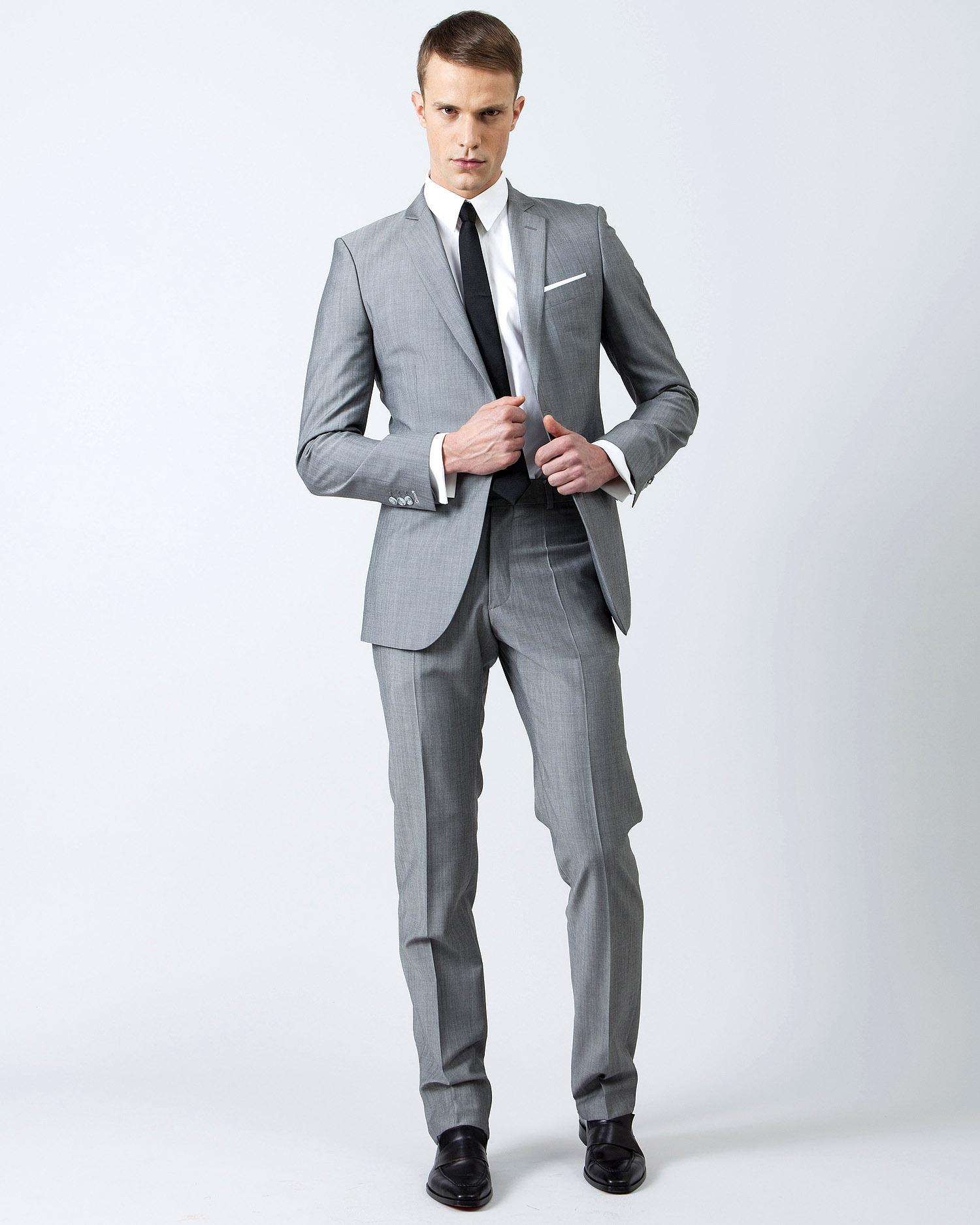 costume gris pour changer du noir. Black Bedroom Furniture Sets. Home Design Ideas